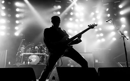Thunder Bassist Chris Childs – Synergy / Sandberg stand 12.00 – 14.00 Sat & Sun